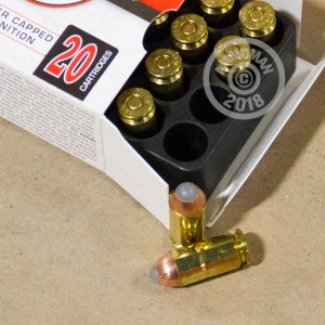 A photograph of 20 rounds of 135 grain .40 Smith & Wesson ammo with a JHP bullet for sale.