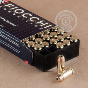 A photograph of 1000 rounds of 180 grain .40 Smith & Wesson ammo with a JHP bullet for sale.